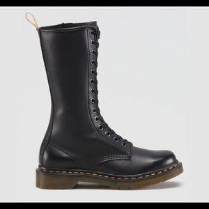 db9c00f18ea1 Dr. Martens Shoes - Dr. Martens size 5 style 15822